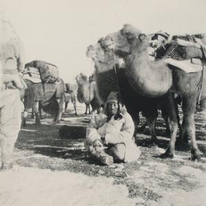 Owen-Latimore-Desert-Road-to-Turkestan-p220-A-HALT-ON-THE-MARCH