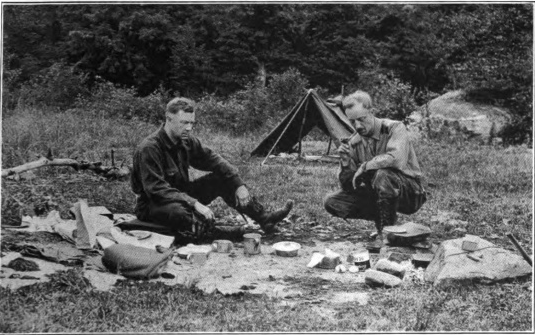 L'autore (a destra) durante una escursione