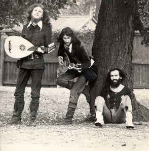 1972-band_in_the_garden-1a