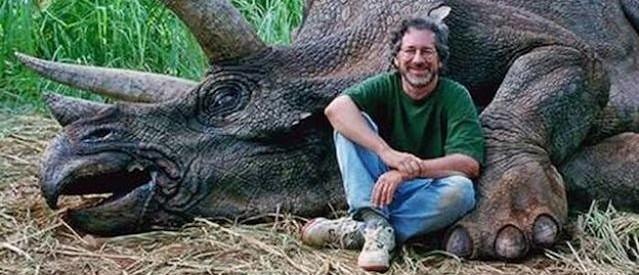 Steven-Spielberg-Jurassic-Park_opt-e1405115890100