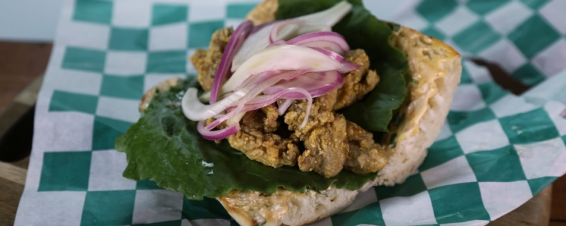 oyster-po-boy-with-pickled-fennel-and-onions_recipe_1000x400_1429052252948