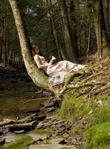Girl-Reading-in-a-Forest-books-to-read-3033292-372-500
