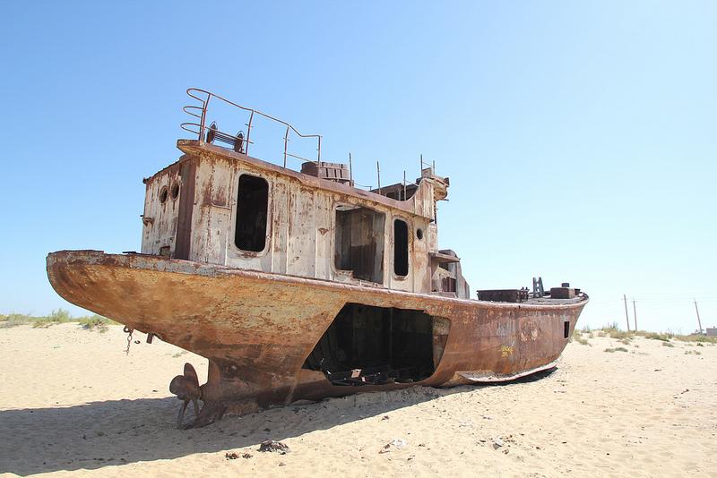 aral-sea-shipwreck-farflungistan